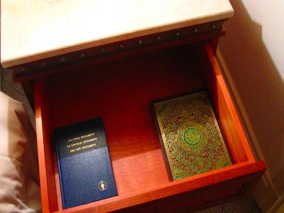Откуда в зарубежных отелях Библия?
